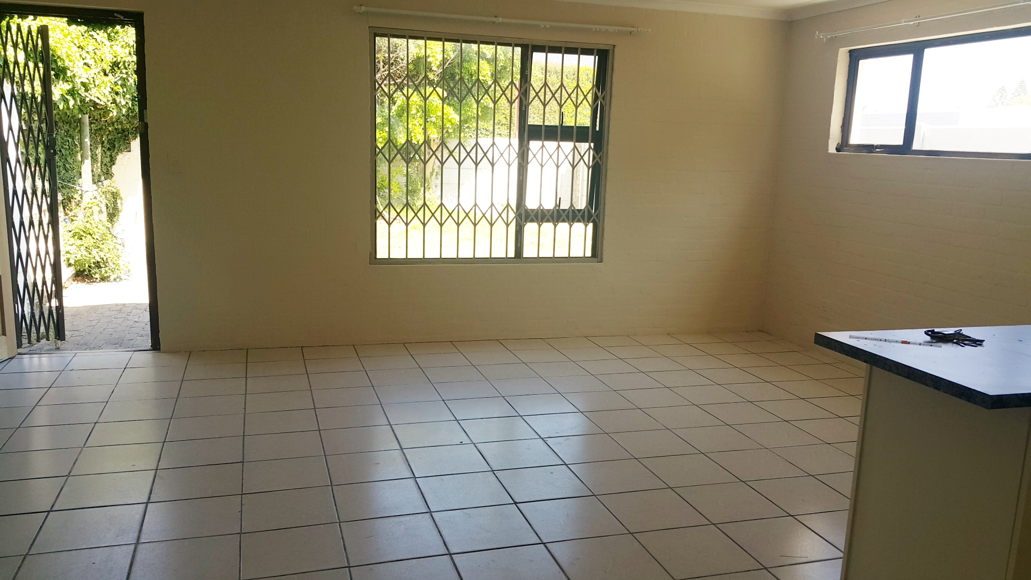 2 bedroom semi – Rondebosch East    R7900.00