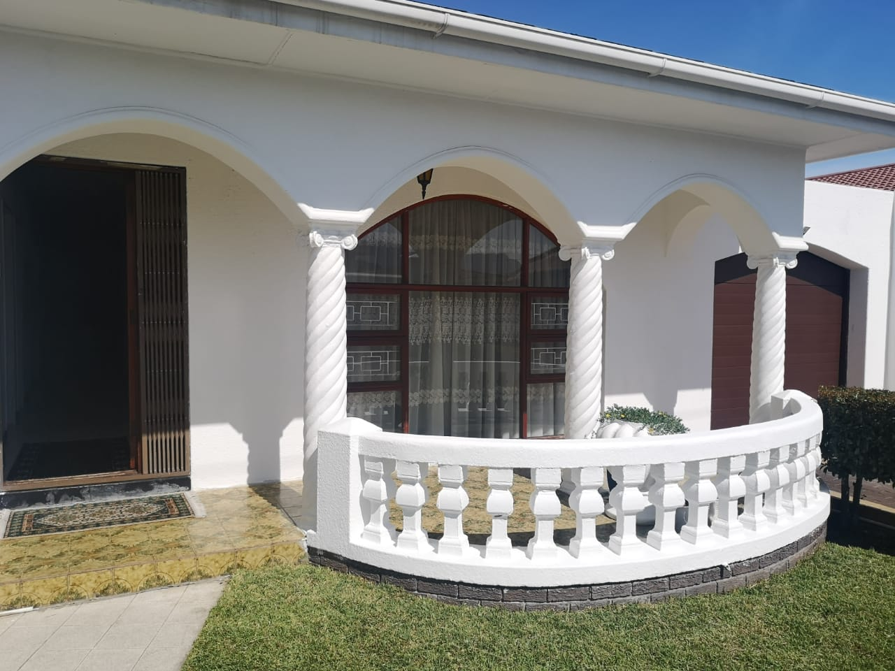 4 bedroom house – Rylands	R11000