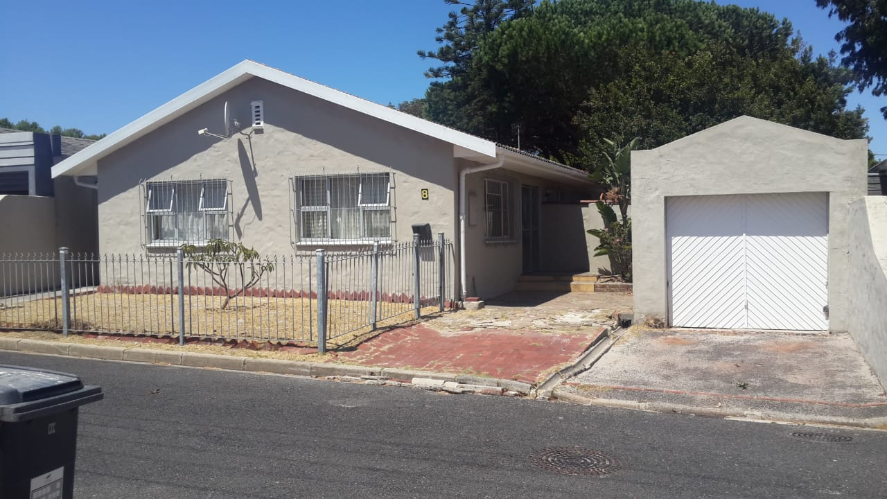 4 bedroom house – Rondebosch East     R2.8 million