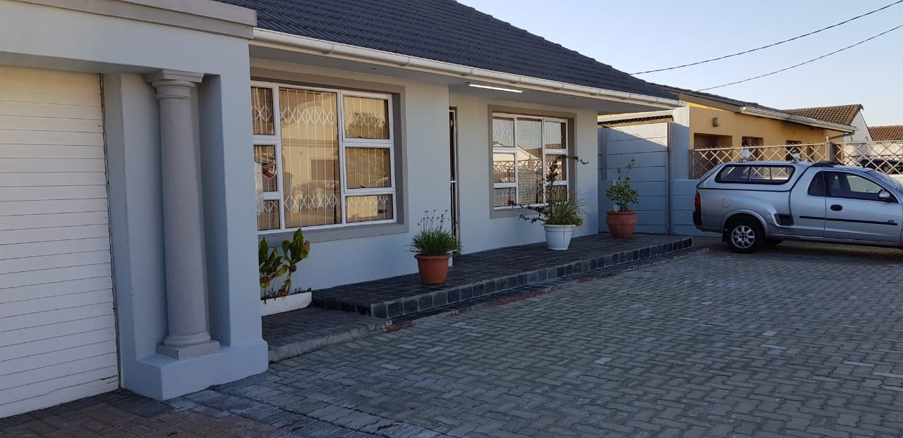 4 bedroom house – Surrey Estate    R12500 pm