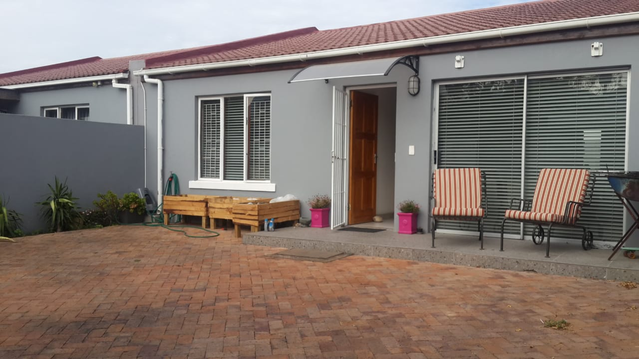 3 bedroom semi in Denver Rd, Lansdowne – R1 850 000